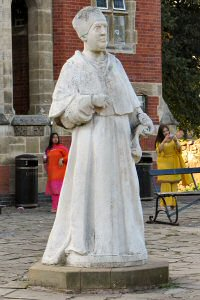 [An image showing Cardinal Wolsey Statue]